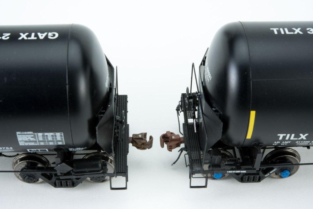 SXT-Crude-Oil-Tank-Side-by-Side-brake-end-platform-dteail