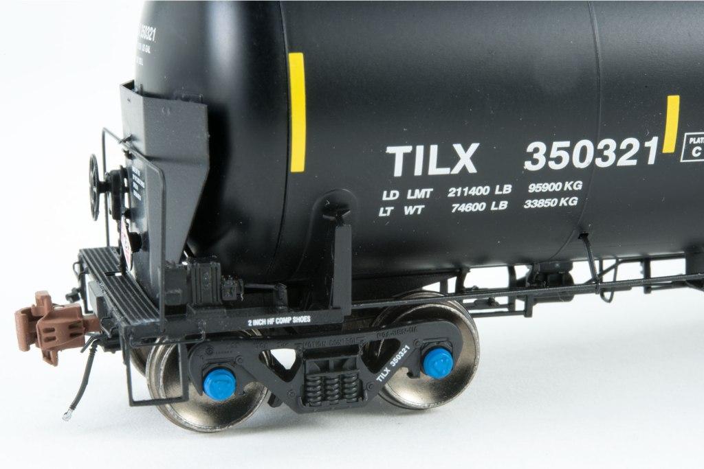 SXT-GATX-Crude-Oil-Rivet-end-side-detail